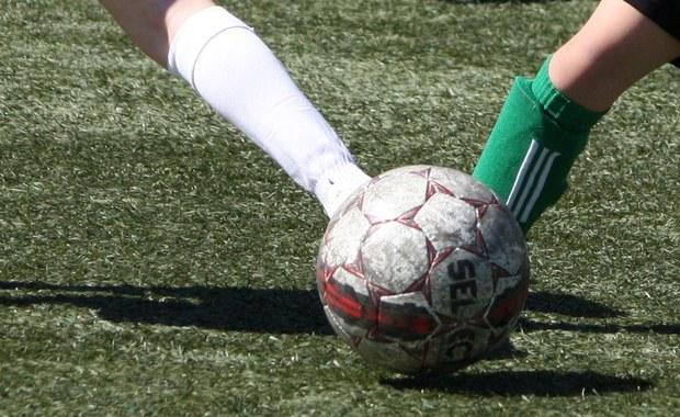 Trener piłkarskiej drużyny 10- i 11-latków z Hiszpanii stracił posadę, ponieważ jego podopieczni... zbyt wysoko wygrali mecz. Młodzi piłkarze klubu CD Serranos z Walencji pokonali Benicalap C 25:0.