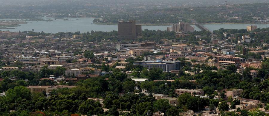 Malijskie siły bezpieczeństwa zabiły pięciu sprawców niedzielnego ataku na hotel pod Bamako - poinformował minister bezpieczeństwa Salif Traore. Z rąk zamachowców zginęły co najmniej dwie osoby, uwolniono 36 zakładników, w tym 13 Francuzów.
