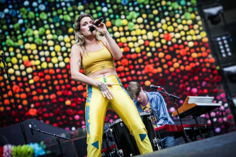 19 czerwca w warszawskiej Stodole odbył się drugi koncert Tove Lo w Polsce. Tym razem wokalistka mogła zagrać zdecydowanie dłużej. Nie obyło się również bez bliskich spotkań z fanami.
