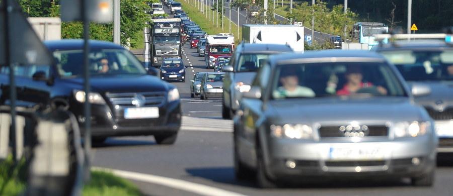 Od środy do niedzieli na drogach w całej Polsce doszło do 439 wypadków, w których zginęły 32 osoby, a 574 było rannych - powiedział Dawid Marciniak z zespołu prasowego Komendy Głównej Policji. Policjanci zatrzymali 1721 nietrzeźwych kierowców.