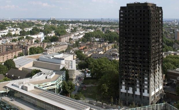 Najnowszy bilans pożaru londyńskiego wieżowca mieszkalnego Grenfell Tower to 79 zabitych bądź zaginionych, którzy - jak się przypuszcza - zginęli - poinformował w poniedziałek komisarz Stuart Cundy z policji metropolitalnej. Wcześniej podawano liczbę 58 ofiar.