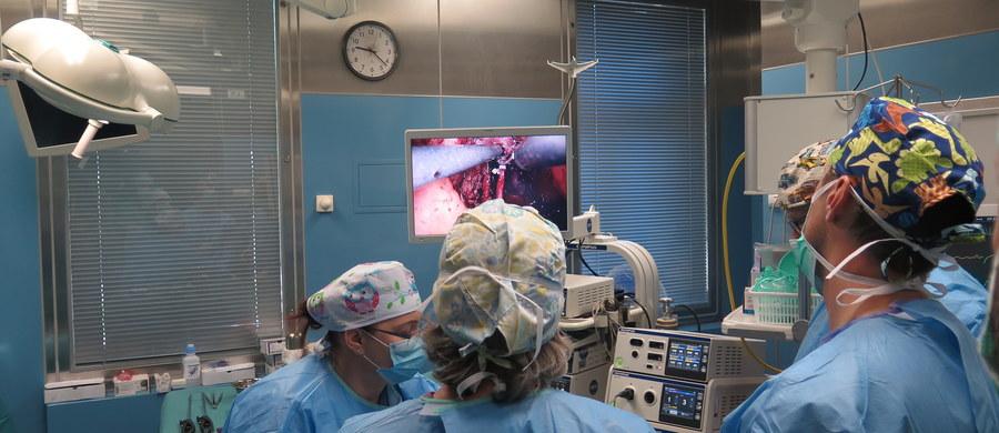 Sukcesem zakończyła się innowacyjna operacja urologiczna, którą przeprowadził w Krakowie profesor Piotr Chłosta. Zabieg polegał na mało inwazyjnym usunięciu pęcherza moczowego. Operacja była śledzona na żywo przez lekarzy zgromadzonych na 47. Kongresie Polskiego Towarzystwa Urologicznego.