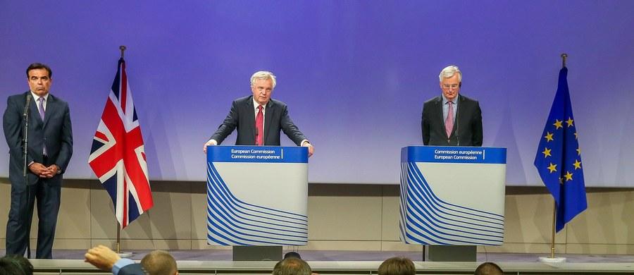Unia Europejska i Wielka Brytania porozumiały się w sprawie priorytetów i kalendarza negocjacji w sprawie Brexitu - poinformowano w Brukseli po pierwszym spotkaniu negocjatorów obu stron. Atmosfera rozmów była bardzo dobra - zapewniły źródła.