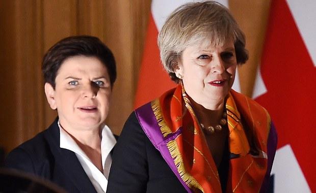 Premier Beata Szydło rozmawiała w poniedziałek telefonicznie z szefową brytyjskiego rządu, Theresą May. Pogratulowała jej zwycięstwa wyborczego i wyraziła nadzieję na dalej dobrą i bliską współpracę pomiędzy Polską i Wielką Brytanią – poinformował rzecznik rządu Rafał Bochenek.