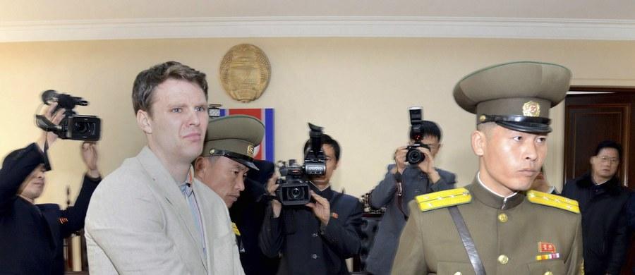 Nie żyje amerykański student Otto Warmbier, który przez 17 miesięcy był więziony w Korei Północnej. 22-latek wrócił do USA w stanie śpiączki. Jak poinformowała jego rodzina, zmarł w szpitalu w Cincinnati.