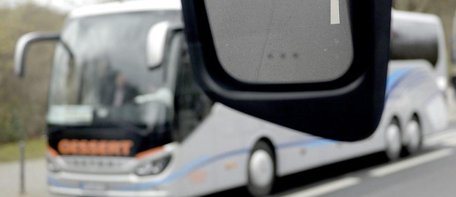 W Chorwacji doszło do wypadku autokaru z polskimi turystami. To nie był wypadek, a jedynie zdarzenie drogowe. Tak zapewniają przedstawiciele biura podróży, którego autokar miał problemy w Chorwacji. Autokar z turystami wypadł z drogi. Nikomu nic się nie stało.