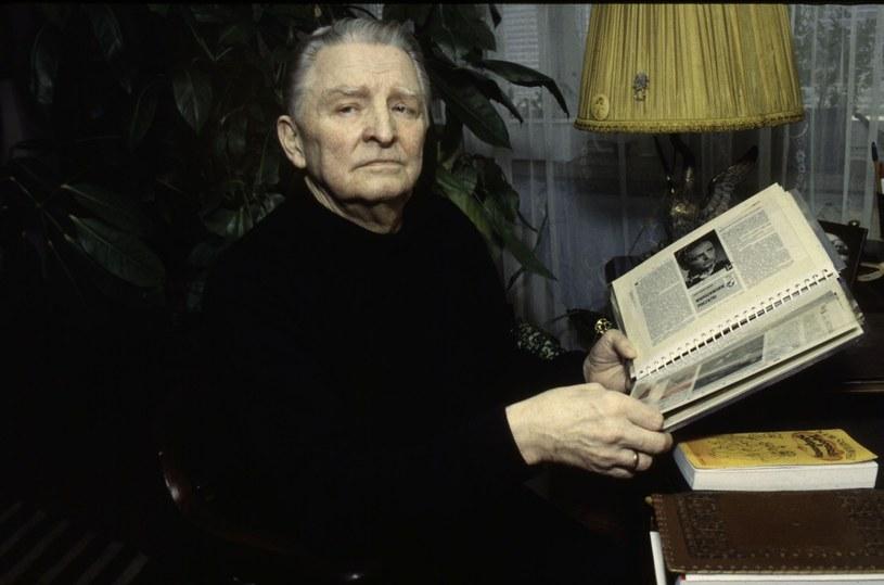 """""""Na wieki wieków amant"""" - mawiał o nim Andrzej Szczepkowski; był wszechstronnym aktorem i niezrównanym gawędziarzem, pierwszym w Polsce autorem zbiorów anegdot teatralnych. 20 czerwca 1917 r. w Moskwie urodził się Igor Śmiałowski."""