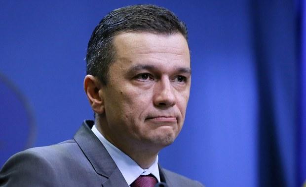Parlament Rumunii, zgodnie z oczekiwaniami, obalił w środę rząd premiera Sorina Grindeanu - poinformował wysoki rangą członek dotychczasowej partii rządzącej. Wcześniej premier, mimo utraty poparcia własnej partii, odmówił podania się do dymisji.