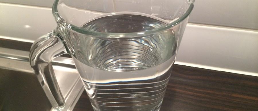 Jeżeli chcemy, aby nasze nerki były zdrowe przez długi czas, powinniśmy zadbać o dietę. Musimy pić dużo wody i unikać soli.