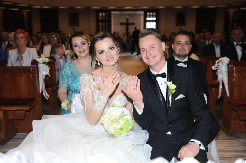 Za nami ślub Doroty Gwiazdowskiej z discopolowej grupy MIG. Na weselu gościnnie zaśpiewał Zenek Martyniuk z zespołu Akcent.