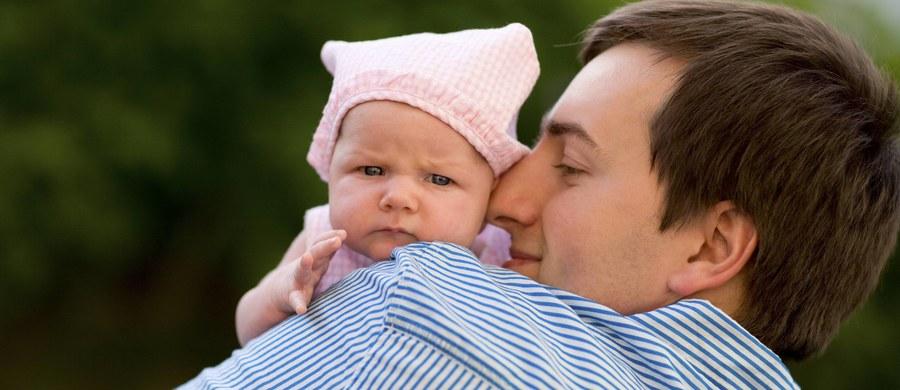Wszystkim małym i dużym dzieciom przypominamy: dziś Dzień Ojca. A wszystkim tatom - tych małych i tych całkiem dużych pociech - składamy serdeczne życzenia. I czekamy na rozczulające zdjęcia z ojcami w roli głównej.