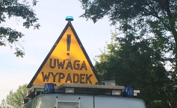 Początek wakacji i gwałtowne burze przechodzące nad Polską - m.in. z tych powodów dzisiejsze popołudnie na polskich drogach jest trudne. Na bieżąco zbieramy informacje o wypadkach i utrudnieniach. Czekamy też na Wasze sygnały - Gorąca Linia RMF FM jest do Waszej dyspozycji.