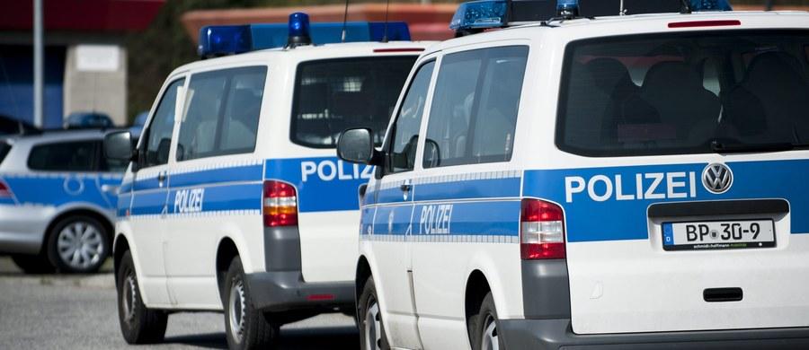 Trzy osoby z Polski zginęły w wypadku samochodowym w Saksonii - poinformowała niemiecka policja. Do wypadku doszło na autostradzie A4.