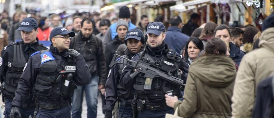 Francuska policja aresztowała mężczyznę, który próbował wjechać samochodem w tłum wiernych zgromadzonych przed meczetem w Creteil na przedmieściach Paryża. Nikt nie został ranny.