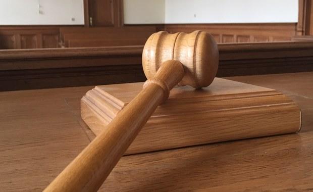 Koniec śledztwa w sprawie urzędnika z Mikołowa na Śląsku. Oskarżonemu łącznie postawiono ponad 160 zarzutów. Część z nich dotyczy łapówek, pozostałe związane są z fałszowaniem dokumentów.