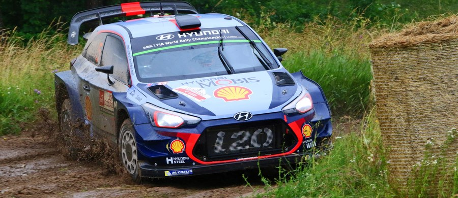 Belg Thierry Neuville (Hyundai I20 WRC) prowadzi w 74. Rajdzie Polski, 8. rundzie mistrzostw świata. Ostatni piątkowy odcinek specjalny na torze Mikołajki Arena wygrał, tak jak pierwszego dnia, Brytyjczyk Elfyn Evans jadący Fordem Fiestą WRC.
