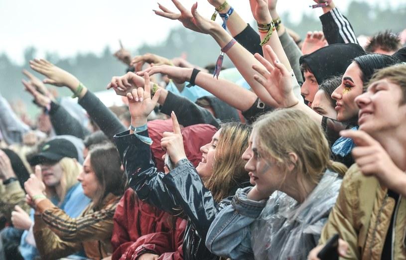 Z mocnym politycznym przesłaniem, pięknym hołdem dla Chrisa Cornella i z mnóstwem rapcore'owych klasyków przyjechała na Open'er Festival supergrupa Prophets of Rage. Przez dużą część jej koncertu padał ulewny deszcz.