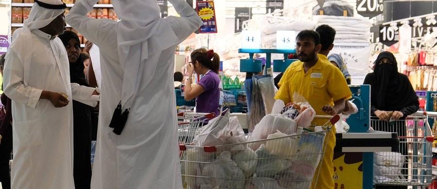 Kraje arabskie, które poddały Katar izolacji, żądając od tego kraju spełnienia 13 żądań, poinformowały, że na prośbę mediującego w sporze Kuwejtu wydłużyły termin na spełnienie tych postulatów o 48 godzin, czyli do nocy z wtorku na środę.