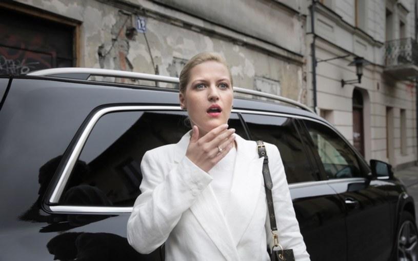 """Komedia sensacyjna """"Volta"""" to już trzeci projekt, w którym Aleksandra Domańska miała okazję współpracować z Juliuszem Machulskim. """"Reżyser dał nam bardzo dużą wolność w tworzeniu film"""" - opowiada aktorka, pytana o pracę nad """"Voltą""""."""