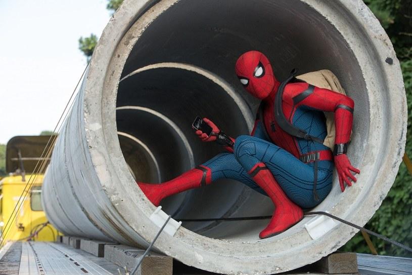 """W środę, 5 lipca, w sieciach kin Cinema City oraz Multikino będzie można zobaczyć przedpremierowe pokazy filmu """"Spider-Man: Homecoming""""! Do normalnej dystrybucji produkcja trafi 14 lipca."""