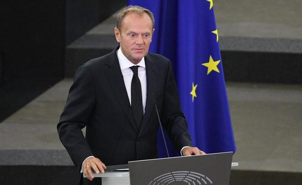 Donald Tusk zawiadomił prokuraturę, że z powodu obowiązków przewodniczącego Rady Europejskiej nie pojawi się w środę w prokuraturze. Miał być przesłuchany w śledztwie ws. nieprawidłowości dot. sekcji zwłok ofiar katastrofy smoleńskiej. W tej sytuacji Prokuratura Krajowa wyznaczy nowy termin przesłuchania.