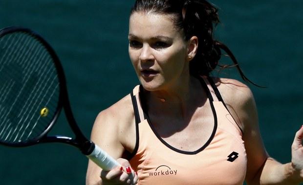 Mecz pierwszej rundy Wimbledonu z serbską tenisistką Jeleną Jankovic ma dać odpowiedź, czy Agnieszka Radwańska wraca na właściwe tory po kłopotach zdrowotnych z ostatnich miesięcy. We wtorek występ w Londynie zainauguruje również Magda Linette.