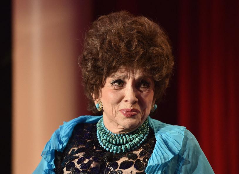 90 lat skończyła we wtorek, 4 lipca, ikona włoskiego kina Gina Lollobrigida. Artystka od dawna zajmuje się fotografią i rzeźbą, a swój jubileusz postanowiła uczcić w Rzymie, odsłaniając na via Condotti jedną ze swych prac. Na cześć gwiazdy rozwinięty zostanie tam 200-metrowy czerwony dywan.