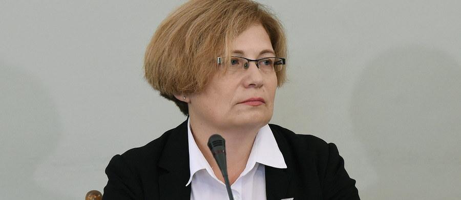 Pierwsza prokurator zajmująca się spółką Amber Gold - Barbara Kijanko - składa zeznania przed sejmową komisją śledczą. Kijanko była prokuratorem referentem prowadzącym sprawę Amber Gold w Prokuraturze Rejonowej Gdańsk-Wrzeszcz w pierwszej fazie postępowania, po zawiadomieniu Komisji Nadzoru Finansowego pod koniec 2009 roku. Sprawa Amber Gold przerosła zarówno moje możliwości, jak i możliwości prokuratury rejonowej - przyznała przed komisją prok Kijanko. Jednocześnie świadek zaprzeczyła, aby w tej sprawie były wobec niej stosowane jakieś naciski ze strony przełożonych lub wysuwano wobec niej sugestie dotyczące kierunku postępowania odnoszącego się do Amber Gold.