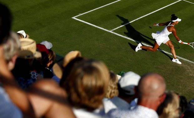 Truskawki, szampan, białe stroje i trawiaste korty - to pierwsze skojarzenia nierozerwalnie związane z legendarnym Wimbledonem. Z imprezą w Londynie - a trwa właśnie jej 131. edycja - łączy się wiele fascynujących historii. Sprawdźcie, czy je znacie!