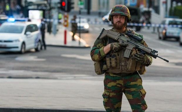 """Dzień po aresztowaniach w Brukseli i na północy Francji, w czwartek trwają w Belgii poszukiwania kolejnych osób podejrzanych o terroryzm. """"Obawiamy się, że mogą one przeprowadzić zamach"""" - poinformowała w czwartek belgijska prokuratura federalna."""
