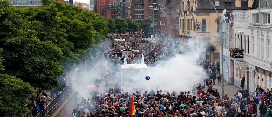 Hamburg, na północy Niemiec, zaczyna przypominać twierdzę. W związku z piątkowo-sobotnim szczytem G20 wprowadzono tam drastyczne środki bezpieczeństwa w obawie przed atakiem terrorystycznym, jak i aktami przemocy ze strony przeciwników szczytu - pisze AFP.