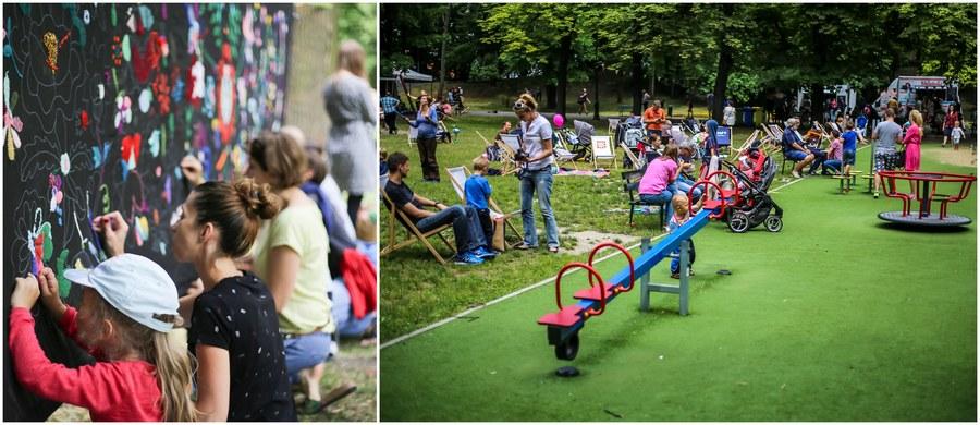 27 pikników w pięciu parkach, ekologiczne pyszności z food trucków i ćwiczenia na wolnym powietrzu… Kraków zaprasza mieszkańców do wspólnego piknikowania!