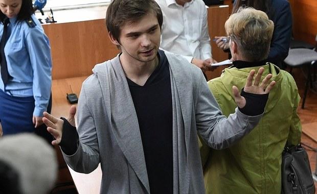 Rosyjski bloger Rusłan Sokołowski, który w maju został skazany za obrazę uczuć religijnych po nagraniu filmu, na którym grał w Pokemon Go w cerkwi w Jekaterynburgu, został wpisany na federalną listę ekstremistów i terrorystów.