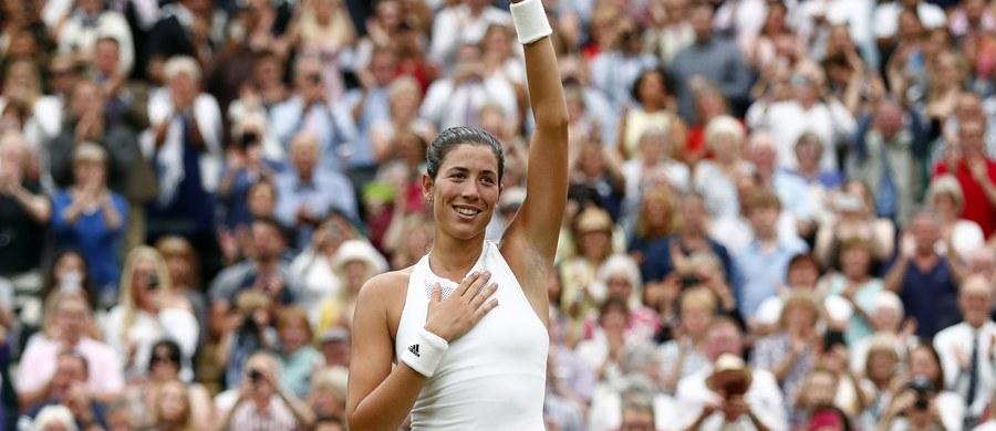 """Rozstawiona z """"14"""" Garbine Muguruza pokonała Amerykankę Venus Williams (10.) 7:5, 6:0 w finale Wimbledonu. Hiszpańska tenisistka w niedzielę po raz pierwszy wygrała londyński turniej, a jednocześnie wywalczyła drugi w karierze wielkoszlemowy tytuł."""
