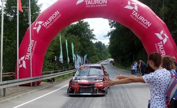 Christian Merli z kolejnym rekordem trasy na 9. Wyścigu Górskim w Limanowej w Małopolsce! Włoch pojechał o prawie dwie sekundy szybciej niż rok temu i uzyskał czas nieco ponad 1,54 s! Tym samym zwyciężył w kategorii formuł, natomiast w kategorii samochodów wygrał Polak - Waldemar Kluza.