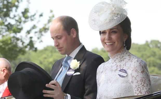 W świecie przechodzącym gruntowne przeobrażenia trudno o wartości stałe. Nie zmieniają się z pokolenia na pokolenie, ale ewoluują. Dla milionów ludzi są ważnym puntem odniesienia, dla wielu, historycznym nieporozumieniem - taka dla Wyspiarzy jest brytyjska rodzina królewska. Dziś rozpoczyna się w Polsce dwudniowa wizyta wnuka królowej Elżbiety II, księcia Williama i jego żony Catherine. Możemy przyjrzeć się z bliska, na czym polega ich marka.