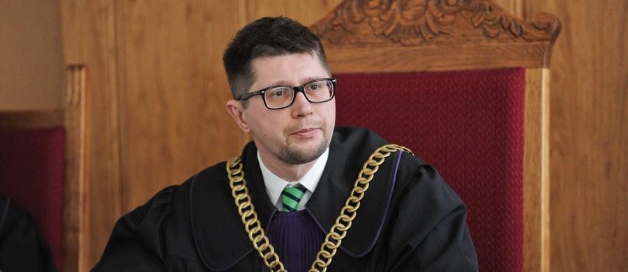 Sędzia Wojciech Łączewski nadal jest referentem w sprawie przedsiębiorcy, który wytoczył proces Trybunałowi Konstytucyjnemu. Sprawa została jednak zawieszona.