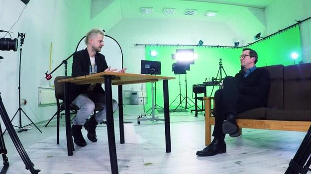 """Gościem Jaöka jest Piotr Cyrwus, aktor znany głównie dzięki roli Ryśka w serialu """"Klan"""". Jakie ma plany zawodowe? Co przygotowuje, a czym zaskoczy widzów w najbliższym czasie? Zobaczcie!   Program   u Jaöka prowadzi dla Was  Mikołaj """"Jaök"""" Janusz   Pozostałe odcinki serii znajdziecie też   TUTAJ   PREMIERA W INTERII WE WTORKI O 19:00."""