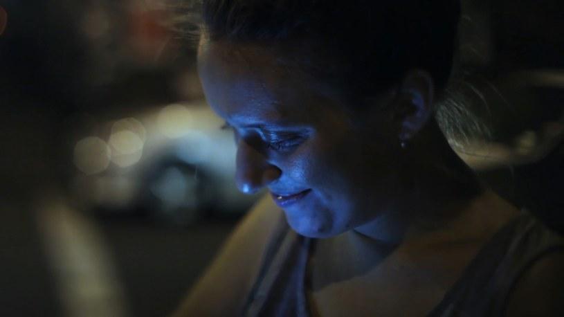 """""""Narzekaliśmy, że wszystkim chodzi tylko o seks"""" - opowiada o swojej ostatniej tinderowej randce dziewczyna spotkana w nowojorskim metrze przez Piotra Stasika. Nowy film polskiego dokumentalisty,  """"21 x Nowy Jork"""", wchodzi do kin 21 lipca."""