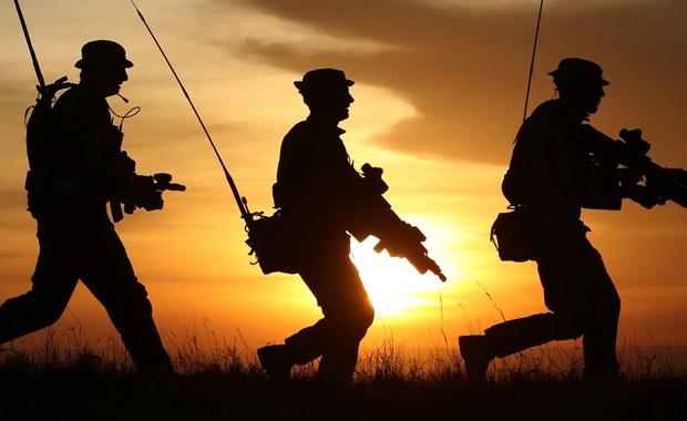 Dowódcy elitarnej brytyjskiej jednostki SAS wpadli w złość, po tym jak grupa żołnierzy sił szybkiego reagowania opublikowała na Facebooku fotografie ze służby.