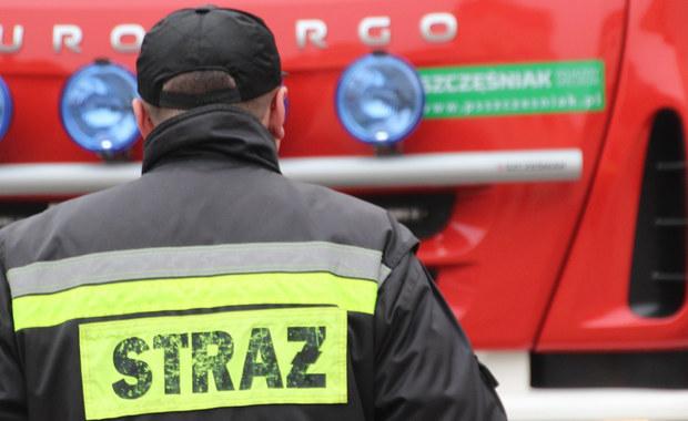 Na drodze wojewódzkiej 757 w Kiełczynie w Świętokrzyskiem doszło do groźnego wypadku. Przewróciła się tam cysterna z gazem propan - butan.