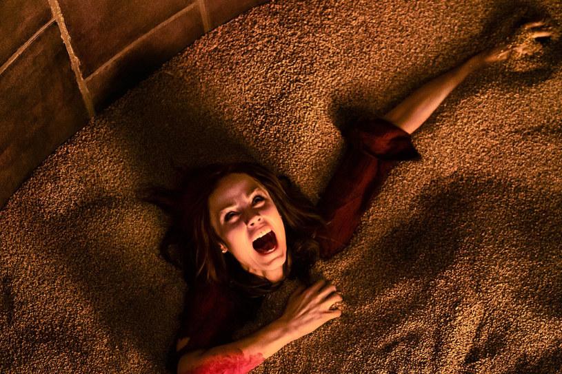 """Jedna z najbardziej przerażających, oryginalnych i popularnych serii grozy powraca w wielkim stylu. W sieci pojawił się pierwszy kadr z filmu """"Piła: Dziedzictwo"""". Napięcie rośnie, a na jego finał widzowie będą musieli poczekać do 27 października."""