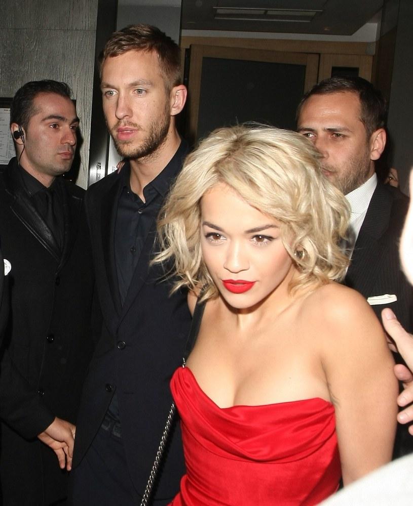 """W sieci znaleźć można nagranie, w którym Rita Ora wykonuje akustyczną wersję utworu """"Slide"""" z najnowszej płyty szkockiego DJ-a i producenta raz jej byłego chłopaka, Calvina Harrisa."""