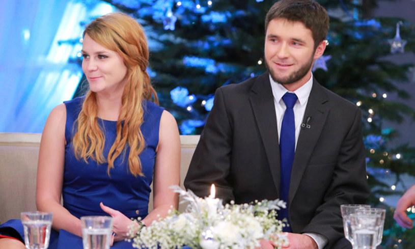 """Szymon Łopacki, jeden z bohaterów trzeciej edycji programu """"Rolnik szuka żony"""", oświadczył się Agnieszce, która była kandydatką na żonę Łukasza. Jak to się zaczęło?"""