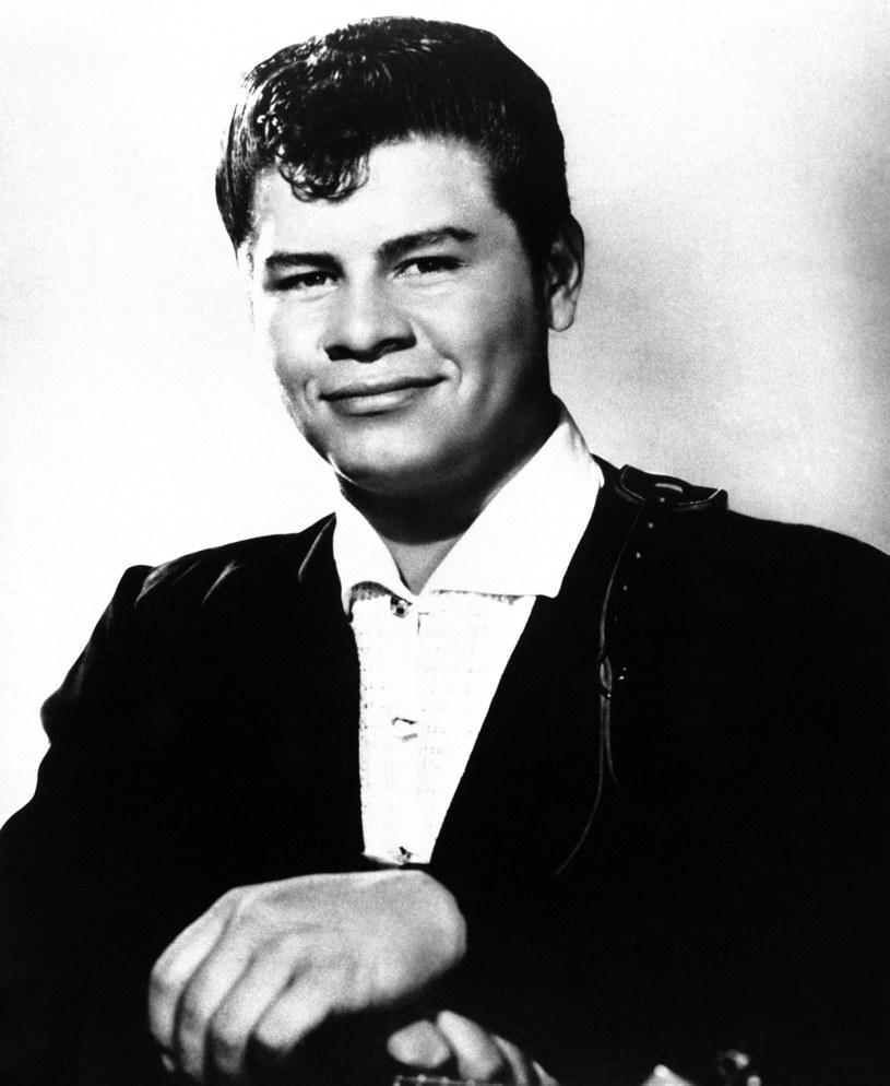 """30 lat temu, 24 lipca 1987 roku, do kin w Stanach Zjednoczonych trafiła filmowa opowieść o Ritchiem Valensie, wykonawcy jednego z największych przebojów muzyki rockowej, """"La Bamba"""". Jego kariera trwała zaledwie kilka lat, jednak w tym czasie Valens zdążył zdobyć przydomek """"meksykańskiego Elvisa""""."""