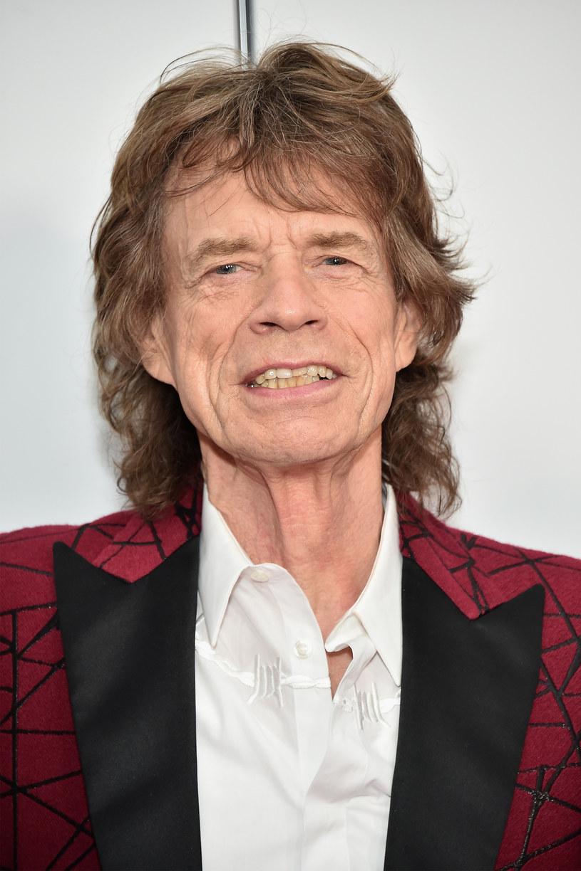 Dzień po swoich 74. urodzinach Mick Jagger wypuścił niespodziewanie dwa solowe single.