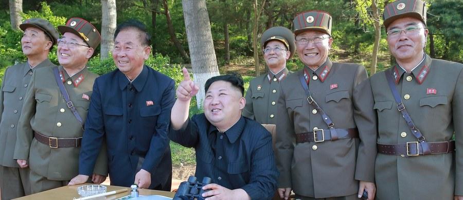Całe terytorium Stanów Zjednoczonych jest w naszym zasięgu - powiedział w sobotę przywódca KRLD Kim Dzong Un. Dzień wcześniej reżim w Pjongjangu przeprowadził próbę międzykontynentalnej rakiety balistycznej (ICBM).