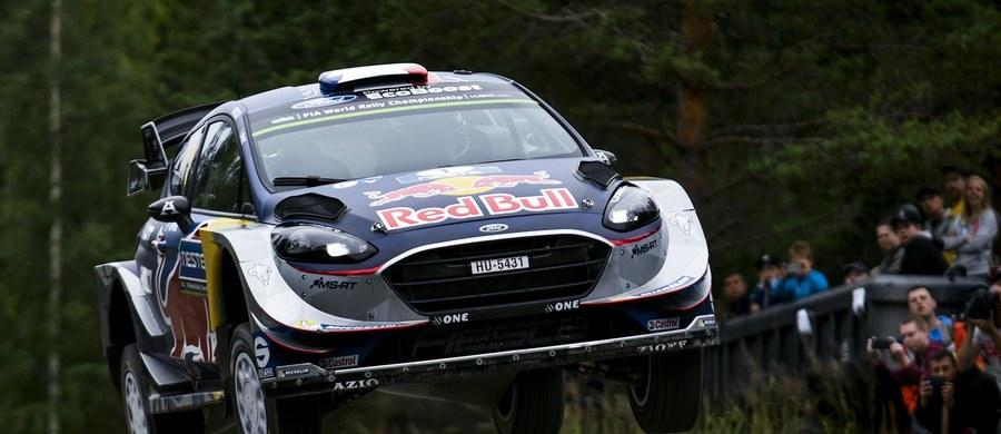 Broniący tytułu mistrza świata Francuz Sebastian Ogier nie wznowi rywalizacji w Rajdzie Finlandii, dziewiątej rundzie samochodowego czempionatu globu. Powodem są kłopoty zdrowotne jego pilota Juliena Ingrassia. Liderem jest kierowca gospodarzy Esapekka Lappi.