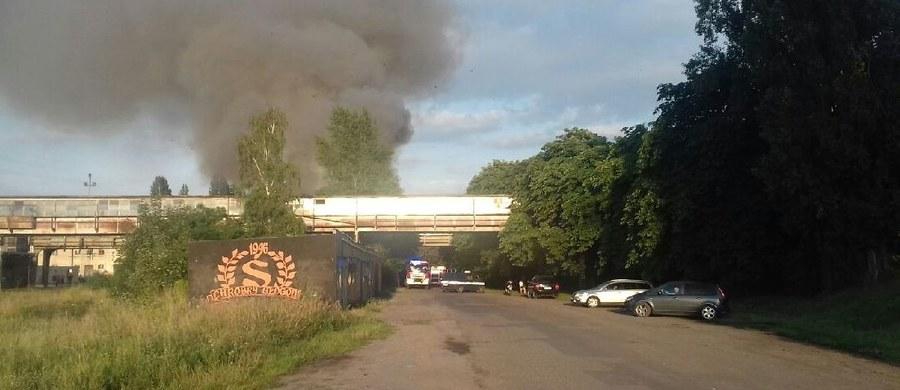 Strażacy dogaszają pożar, jaki wybuchł w pustostanie po PKP w Głogowie na Dolnym Śląsku. Straż pożarna potwierdziła nam informację, jaką otrzymaliśmy na Gorącą Linię RMF FM.