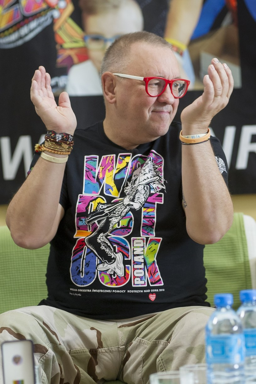 - Jest coś takiego w polskiej tradycji, że im bardziej coś chcemy zakazać, tym bardziej to stosujemy. (...) My jesteśmy dumni z organizacji otwartego festiwalu - mówi Interii Jurek Owsiak, który musiał się mierzyć z zarzutami MSWiA, że Przystanek Woodstock jest źle przygotowany. Sprawdźcie, co jeszcze powiedział nam o imprezie szef Wielkiej Orkiestry Świątecznej Pomocy.